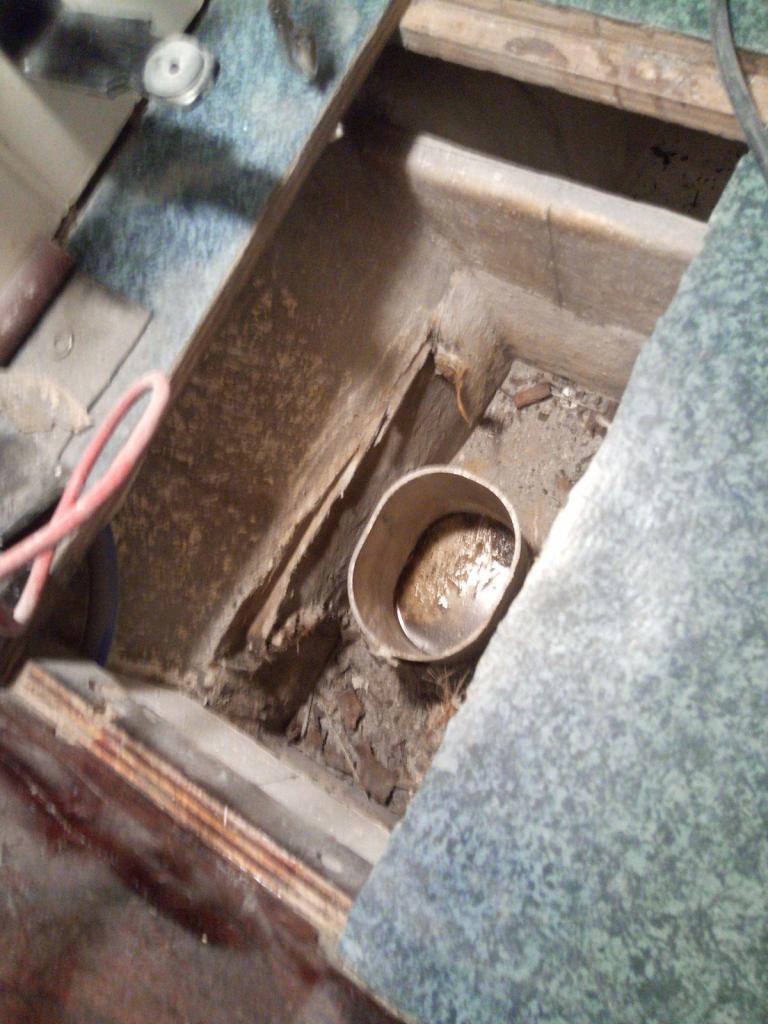 En bit mastprofil som aluminiumplåten låg på...